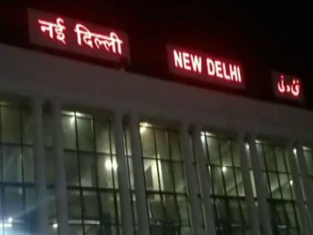 Videos : दिल्ली फिर शर्मसार : लखनऊ जा रही युवती के साथ दो ऑटो ड्राइवरों ने किया गैंगरेप