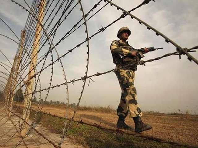 Videos : पुलवामा के करीमाबाद में सुरक्षा बलों और ग्रामीणो के बीच झड़प
