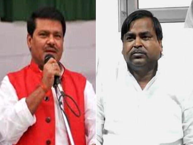 Videos : यूपी के दो मंत्री राजकिशोर और गायत्री प्रजापति बर्खास्त