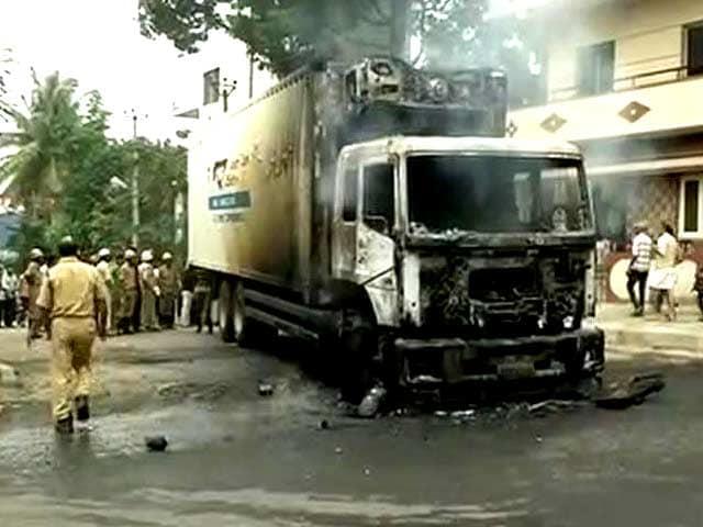 Videos : न्यूज प्वाइंट : कावेरी विवाद को लेकर कर्नाटक में हिंसा
