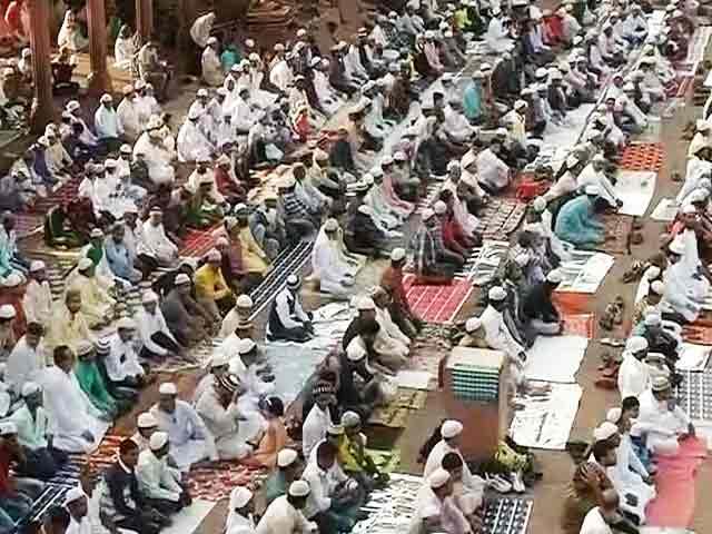 Videos : बकरीद पर देशभर की मस्जिदों में अदा की गई नमाज