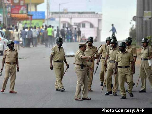 Video : Bengaluru Calm After Cauvery Violence, Stay Indoors, Advise Cops