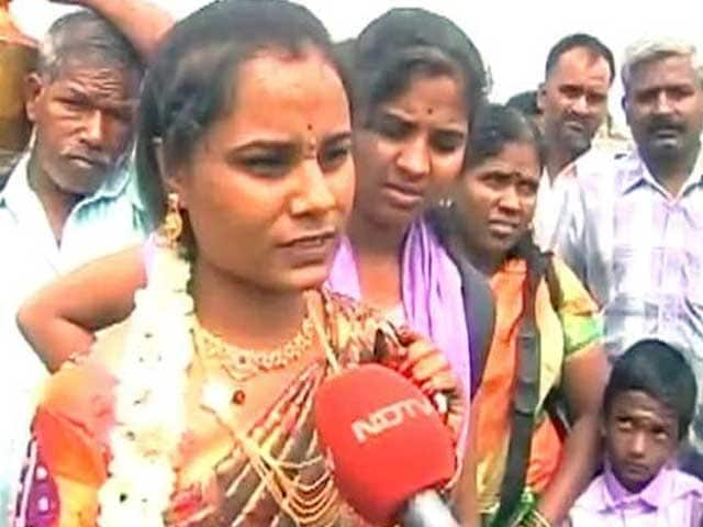 Video : Bride From Bengaluru Walks For Hours As Cauvery Protests Hit Buses To Tamil Nadu