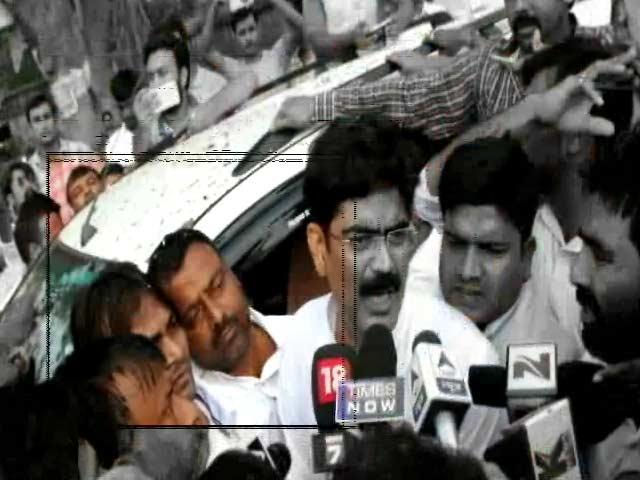 Videos : शहाबुद्दीन के साथ दिखा शार्प शूटर कैफ, पत्रकार राजदेव हत्याकांड में है वॉन्टेड