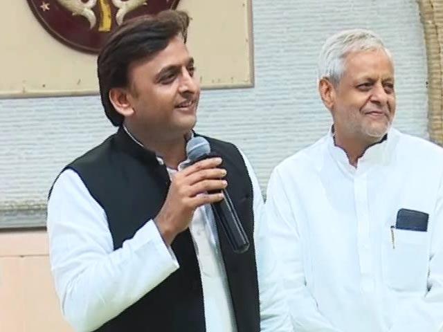 Video : Uncle Takes Yadav War To Delhi, Akhilesh Meets Actor, Announces Yatra