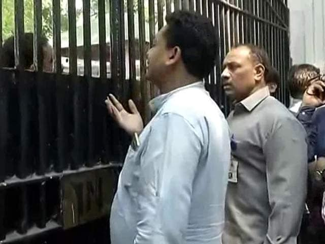 Video : 'Lt Governor Doesn't Want To Work On Weekend': AAP Hits Back