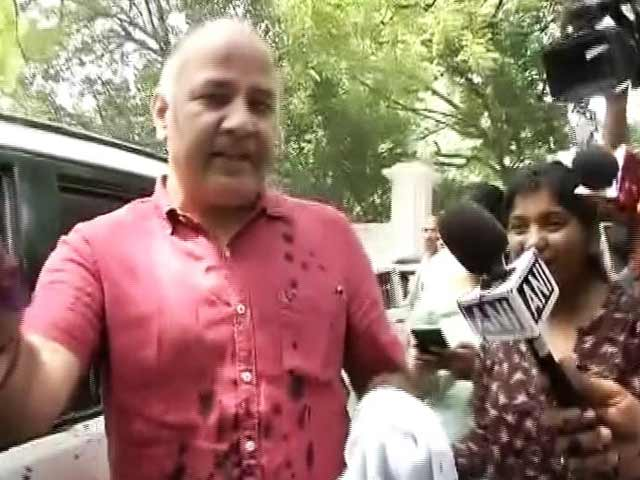 Video : Ink Attack On Manish Sisodia Outside Lieutenant Governor's House