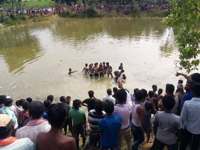 Video : मधुबनी में यात्रियों से भरी बस तालाब में गिरी, 50 के मारे जाने की आशंका