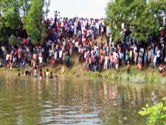 Video : बिहार के मधुबनी में यात्री बस तालाब में गिरी, 35 से ज्यादा शवों को निकाला गया