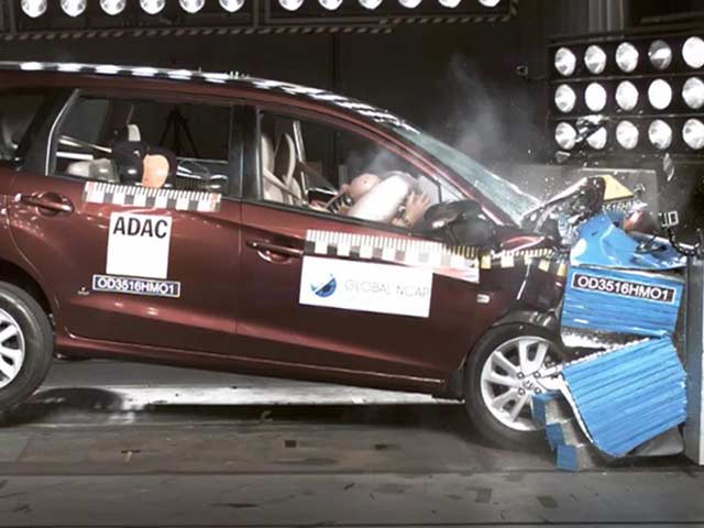 Video : Global NCAP Crash Test: Honda Mobilio (September 2016)