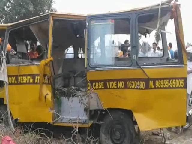 Video : अटारी के पास स्कूल बस नाले में गिरी, 50 बच्चे थे सवार, 5 शव बरामद