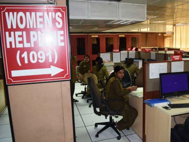 Video : दिल्ली : सवालों में महिलाओं की सुरक्षा, कितनी कारगर है हेल्पलाइन?