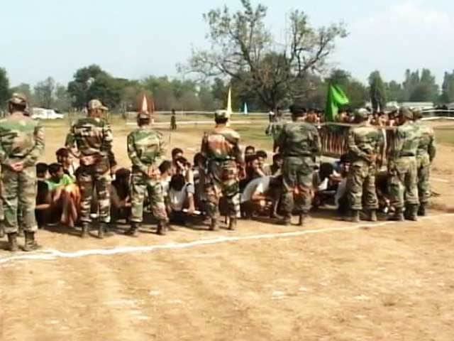 Video : In Kashmir, Hundreds Queue Up To Join the Army Amid Unrest