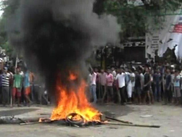 Videos : गया : सड़क हादसे में छात्र हुआ घायल, गुस्साई भीड़ ने फूंके कई वाहन