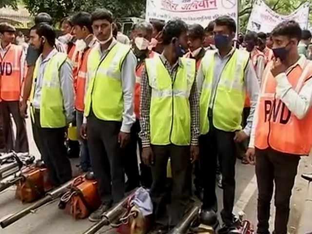 Videos : दिल्ली में मच्छर मारने उतरी केजरीवाल सरकार, शुरू की फॉगिंग मुहिम