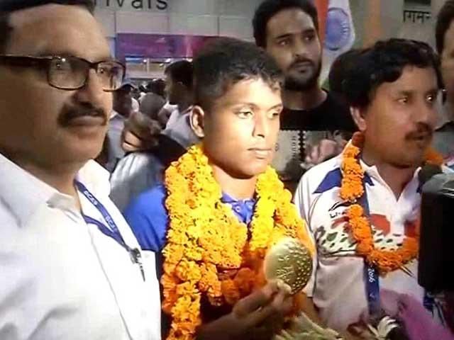 Video : Devendra Jhajharia, M Thangavelu Return Home to Grand Welcome