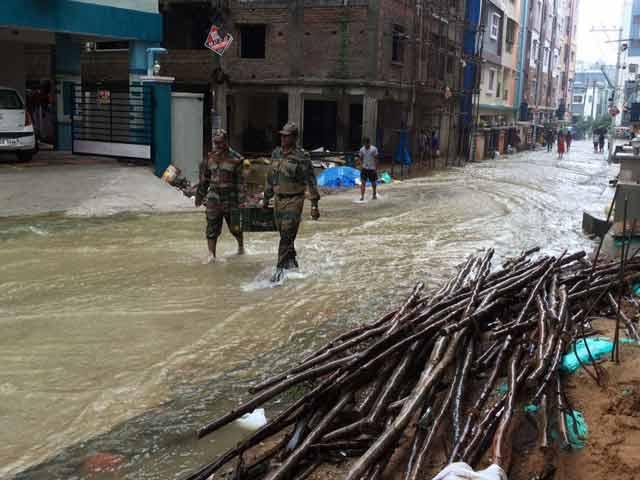 Video : आंध्र प्रदेश और तेलंगाना में बारिश से बिगड़े हालात, सेना की टीम राहत अभियान में जुटी