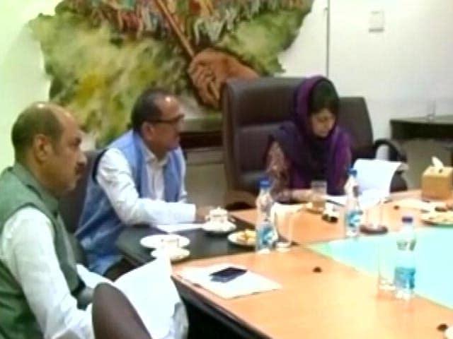 Video : न्यूज प्वाइंट : पाकिस्तान पर दोहरी तैयारी की चोट