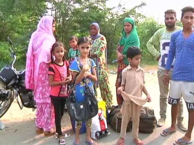 Videos : भारत-पाकिस्तान सीमा से सटे गांवों को खाली कराने का काम जारी