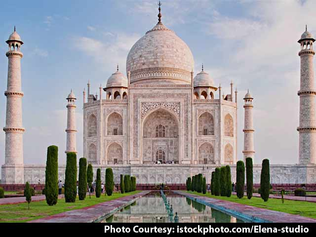 Video : Swachh Agenda: Cleaning-Up Taj Mahal's Surroundings