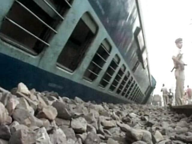 Videos : झेलम एक्सप्रेस की 10 बोगियां पटरी से उतरीं