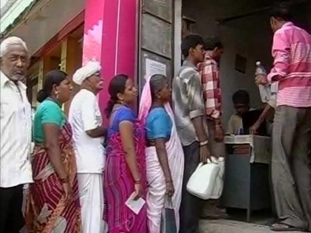 Videos : गुजरात : गरीबों के राशन में गोलमाल, बड़े घोटाले का भांडाफोड़