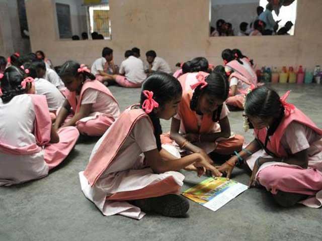 Videos : मुंबई : गरीब और होनहार बच्चों के लिए फीस वापसी