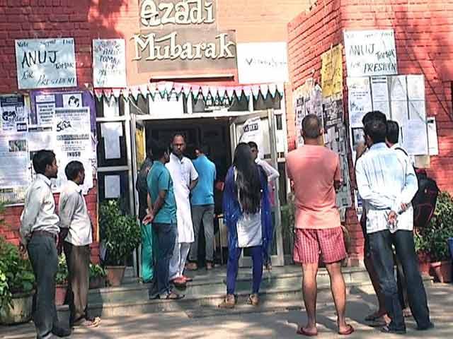 Videos : दिल्ली : छात्रों से तकरार के बाद जेएनयू का एक छात्र लापता