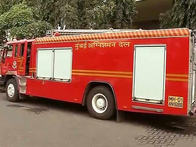 Video : मुंबई के कफ़ परेड इलाके में इमारत की 20वीं मंज़िल में लगी आग, 2 की मौत