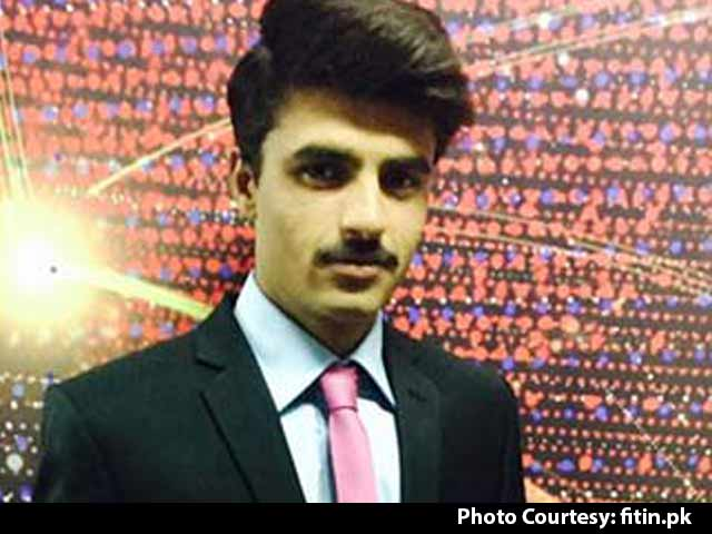 Video : After Viral Pic, Pakistan's Blue-Eyed Chaiwalla Lands Modelling Contract