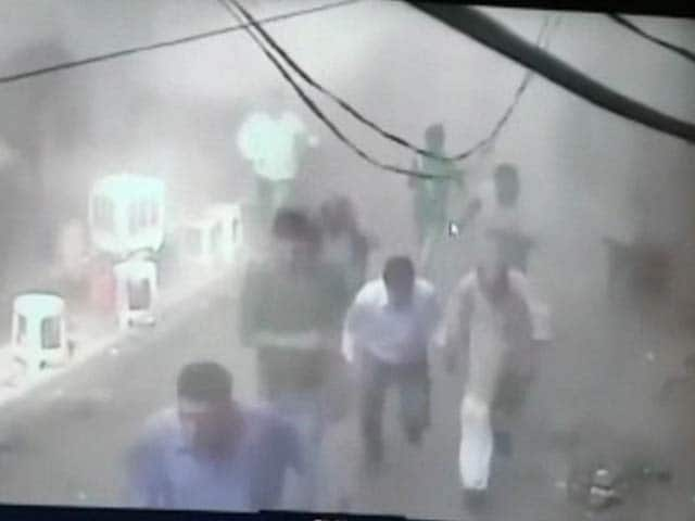 Video : A Cloud Of Smoke And Panic: CCTV Footage Of Blast in Delhi's Chandni Chowk
