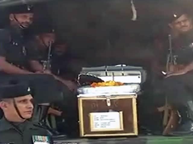 Videos : माछिल सेक्टर में मुठभेड़ में 2 जवान शहीद, एक का शव आतंकियों ने क्षत-विक्षत किया
