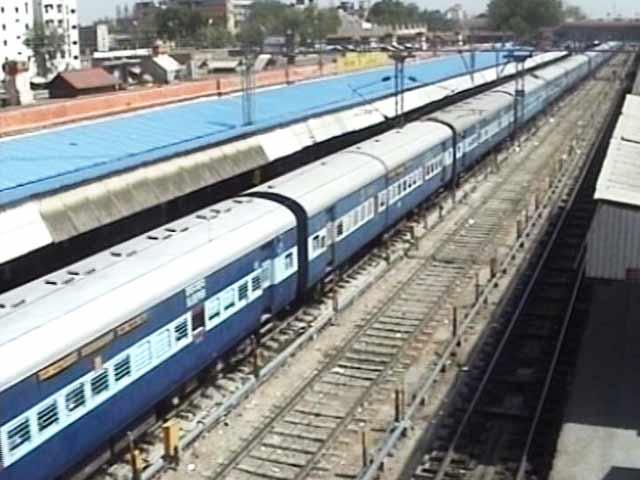 Videos : प्लेन से महंगी ट्रेन : बढ़ता किराया, बढ़ती परेशानी...