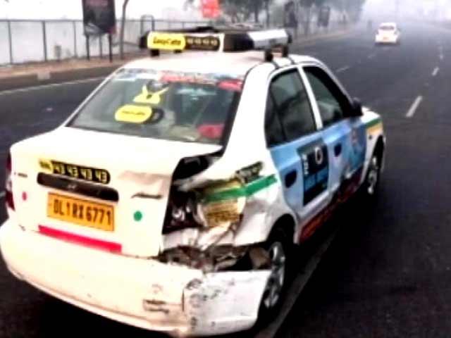 Videos : डीएनडी फ्लाईओवर पर कोहरे की वजह से टकराई पांच कारें, एक शख्स घायल