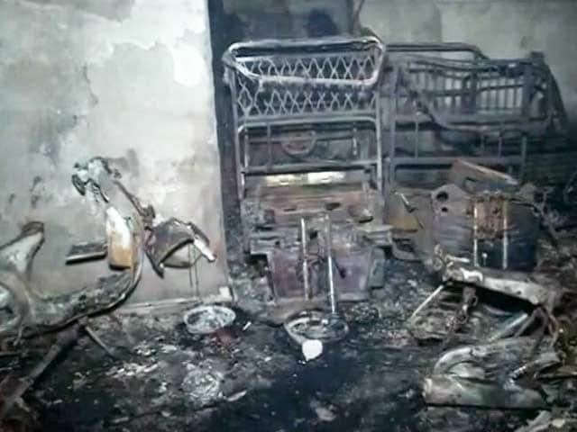 Video : शाहदरा में मकान की पार्किंग में लगी आग, तीन की मौत