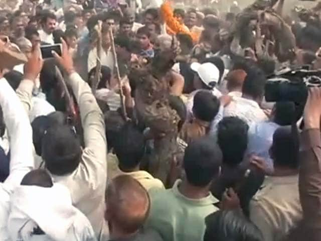 Video : पूर्व सैनिक रामकिशन ग्रेवाल का उनके गांव बामला में हुआ अंतिम संस्कार