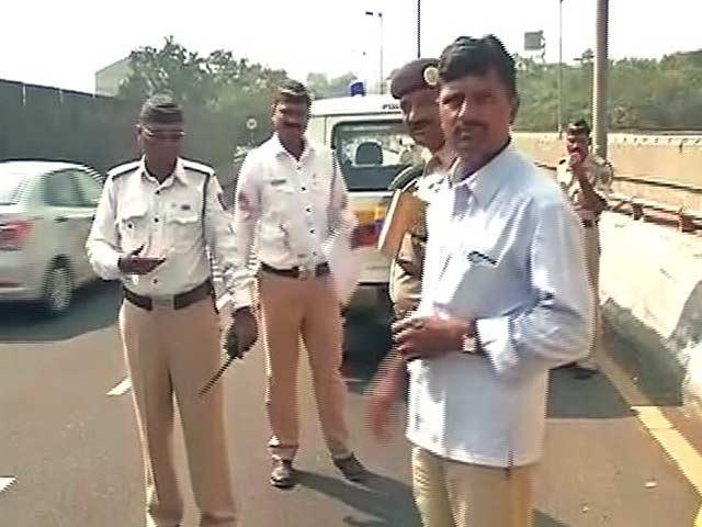 Video : मुंबई फ्री वे पर टैक्सी पलटने से छह लोगों की मौत
