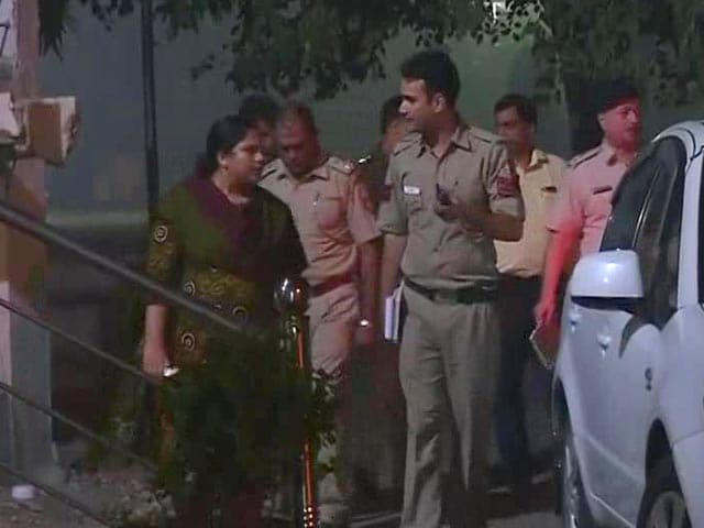 Video : Alleged Stalker Shoots At Woman, Her Friend, In South Delhi Then Tries To Kill Self