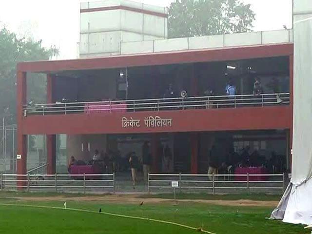 Videos : धुंध के चलते कोटला और करनैल स्टेडियम में रणजी मैच रद्द