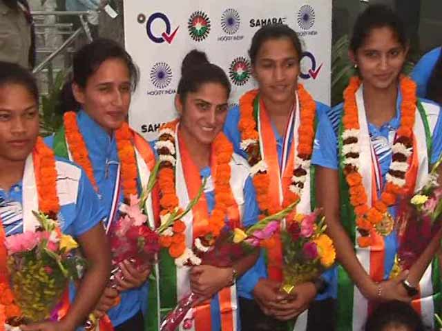 Indian Women's Hockey Team Returns Home To Big Welcome