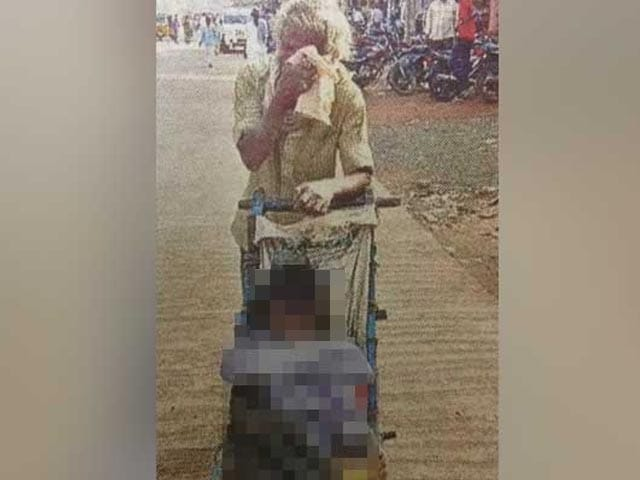 Video : No Money For Ambulance, Man Carries Wife's Body On Pushcart For 60 Km