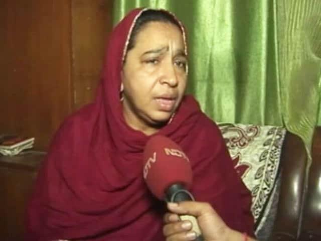 Video : मुझे जबरदस्ती घसीटकर बस में डाला गया : नजीब अहमद की मां