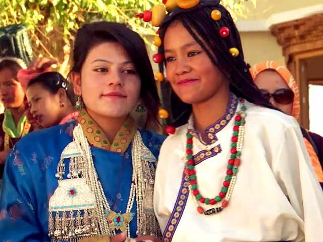 Video : Dancing In The Land Of Lamas