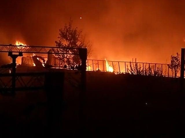 Video : दिल्ली के सदर बाजार में भीषण आग, 300 झुग्गियां खाक