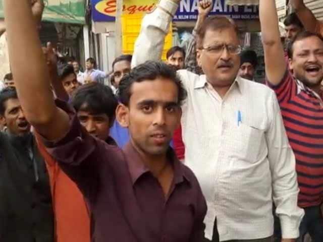 Videos : इंडिया 7 बजे : नोटबंदी के फ़ैसले के बाद दिल्ली, मुंबई में आयकर विभाग के छापे
