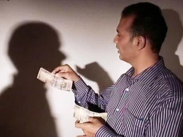 Video : Hawala Scam On Camera: Giving Rs 300 In Return For 500 Notes