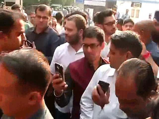 Video : Amid Scramble For Cash, Rahul Gandhi Stands In Line, Smiles For Selfies