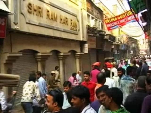 Videos : इनकम टैक्स के छापों से फैली दहशत, बंद रहा व्यापार का गढ़ चांदनी चौक