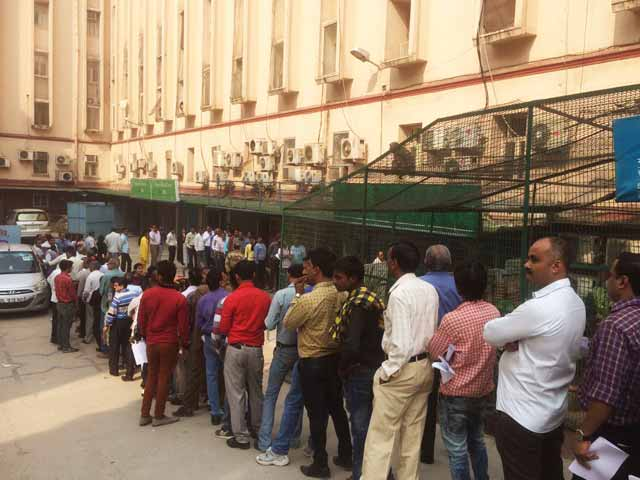 Video : How Millions, Desperate For Cash, Put In Hours In Queues At ATMs
