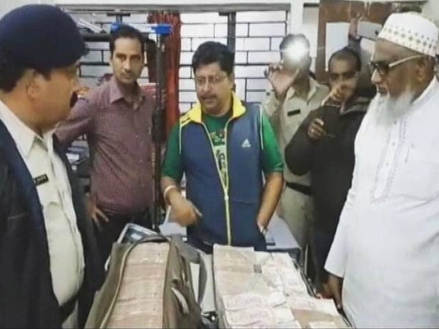 Videos : महाराष्ट्र के कबाड़ के कारोबारी के पास मिली 4 करोड़ की नकदी
